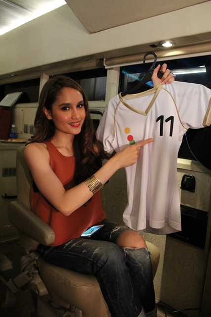 Cinta Laura Kiehl, poudly showing our elevenia jersey.