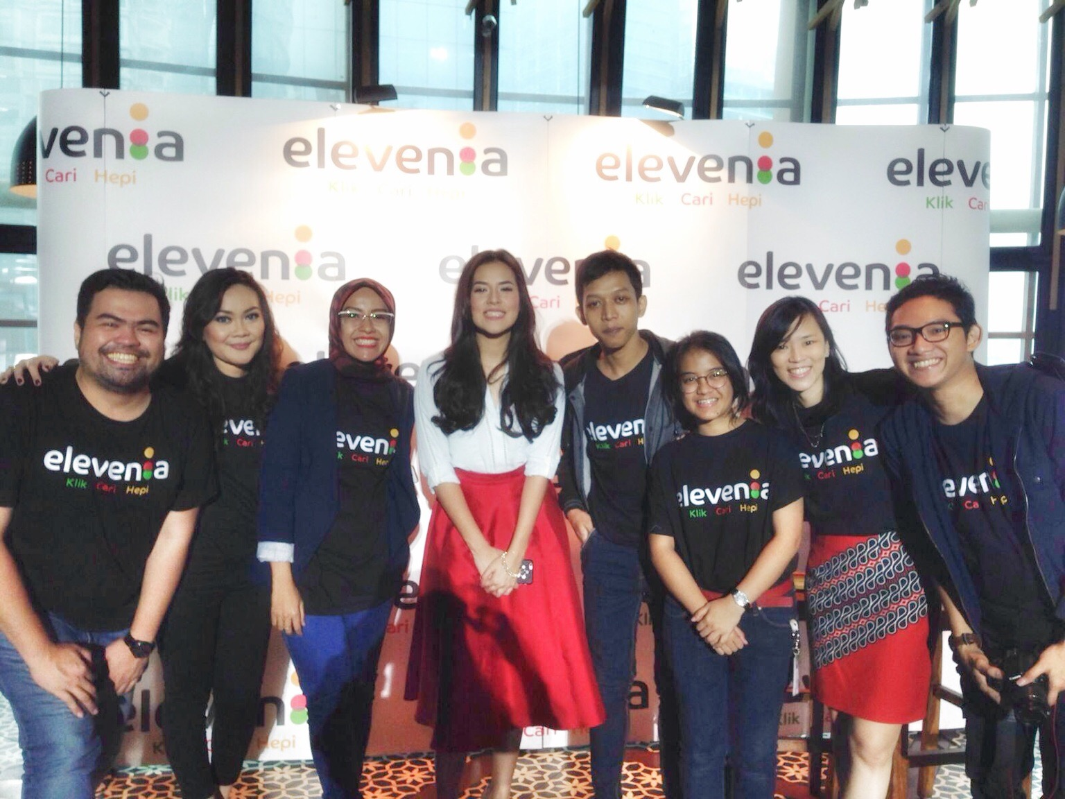 From Left to Right: Iriel Parmato Henry, Public Realtion Manager elevenia, Anggita Vela Lydia, General Manager Partnership and Promo, Selliyanti Rahmat, Partnership and Promo Manager, Raisa Andriana, Brand Ambasador elevenia, Karyo Reasearch Analyst elevenia, Alita Juanda, Promo and Partnership elevenia, Madeleine Ong de Guzman, VP Marketing, Lukas Sabodi, Social Media Manager elevenia