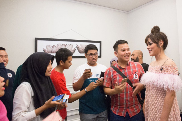 Backstage Pass session with Raisa.