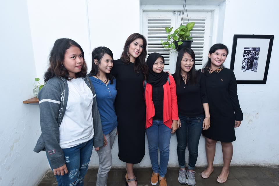 Raisa and her fans.