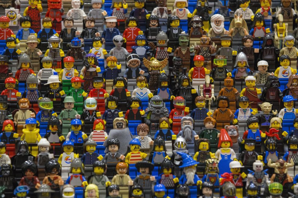 Lego Mini Figures - Foto diambil dari: http://www.goodhousekeeping.com/life/parenting/g2775/facts-about-legos/