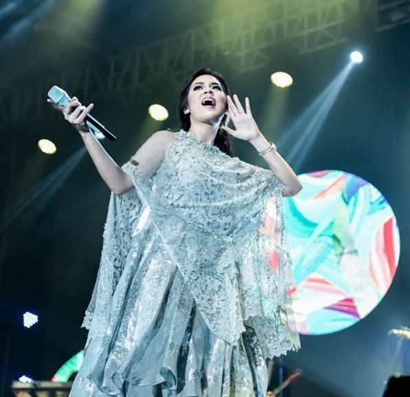 Raisa at Solo performing live at Handmade Tour